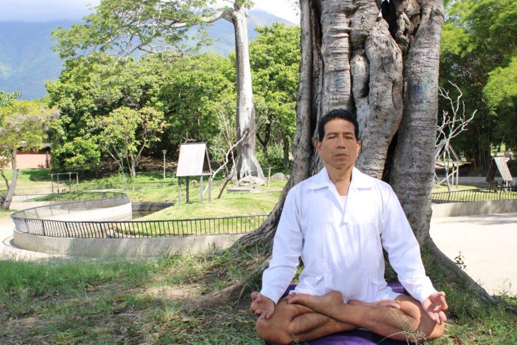 Manejando las emociones con yoga Amadeo Porras